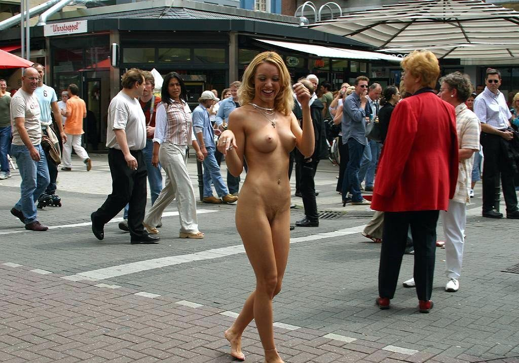 Nude Chick in Public